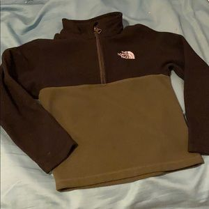 North face pullover size 5 in toddlers